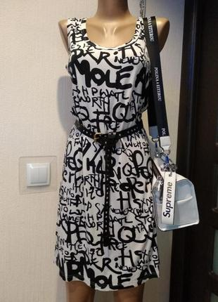 Трикотажное спортивное платье сарафан майка мини с модным принтом летнее