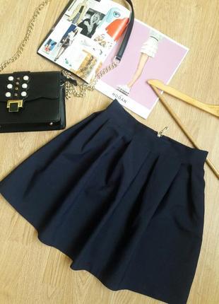 Темно-синя класична легенька  юбка на замочку.