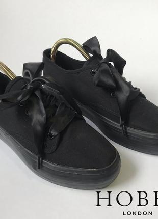 Черные кеды на толстой подошве и шнурками лентами hobbs размер 39.