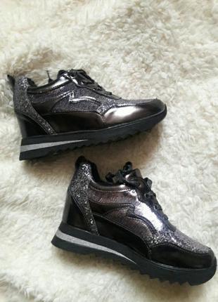 Сияющие кроссовки1 фото