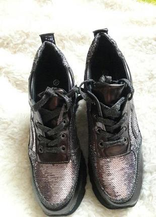 Сияющие кроссовки2 фото