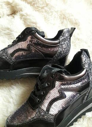 Сияющие кроссовки3 фото