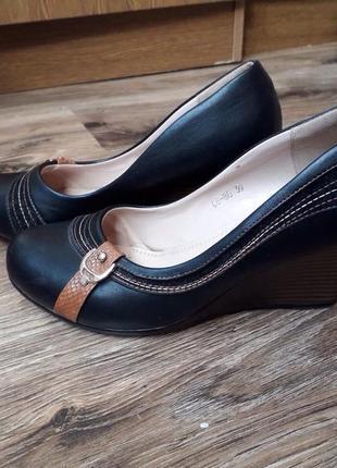 Туфли на платформе,чёрные.трендовые.