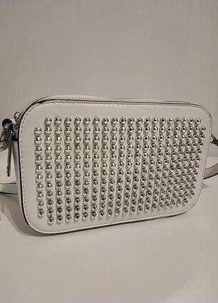 Белая вместительная сумка через плечо кросбоди1