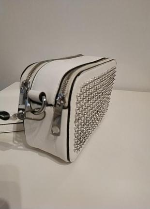 Белая вместительная сумка через плечо кросбоди2