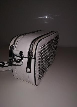 Белая вместительная сумка через плечо кросбоди3