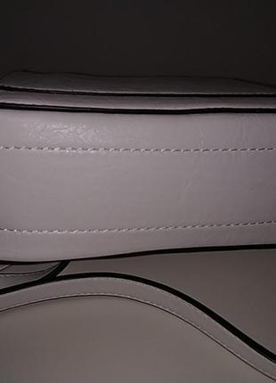 Белая вместительная сумка через плечо кросбоди5