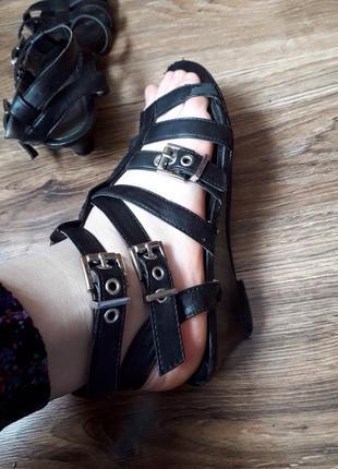 Черные базовые босоножки.сандали.тоненькая лямка.2