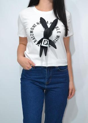 Брендовая футболка с брошью заяц.2