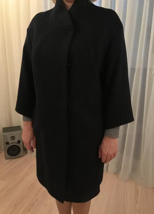 Кашемировое пальто темно-синего цвета