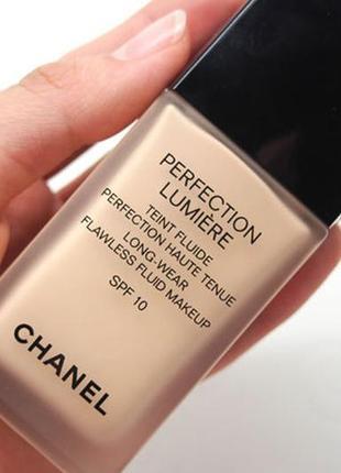 Стойкий тональный флюид сhanel perfection lumiere fluide spf 103