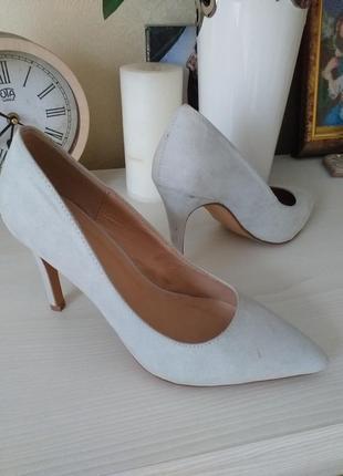 Элегантные туфли лодочки
