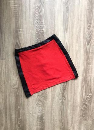 Красная юбка с кожаными лампасами river island