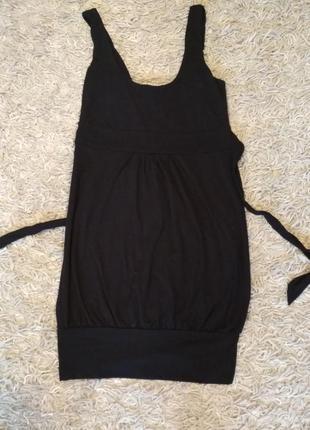 Короткое платье на завязках сзади