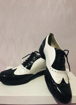 Кожаные лакированные туфли броги оксфорды clarks1