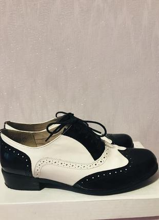Кожаные лакированные туфли броги оксфорды clarks2