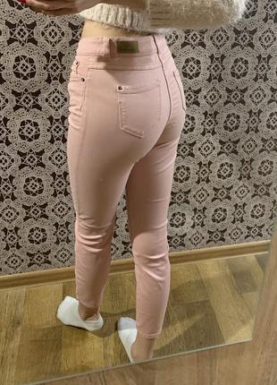 Розовые джинсы 34р