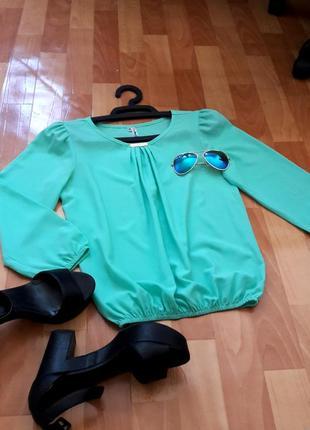 Дуже ніжна м'ятна блузочка1