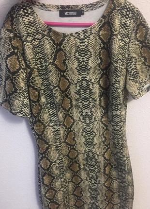Красивое платье в змеиный принт missguided1 фото