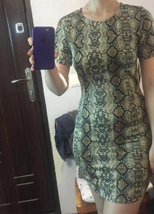 Красивое платье в змеиный принт missguided5 фото