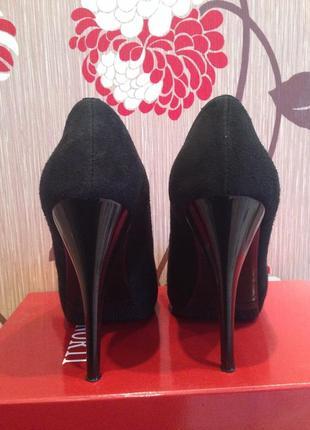 Замшевые туфли с открытым носочком3