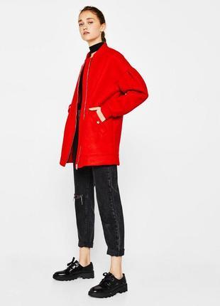 606568c8c82 Стильное пальто на молнии с кармашками ярко красного цвета от bershka