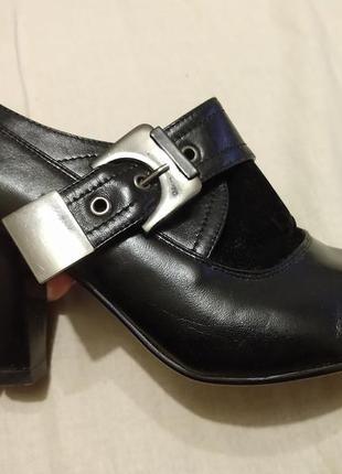 Классные черные ботфорты с немного острым носом1