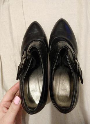 Классные черные ботфорты с немного острым носом4