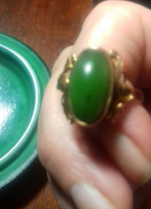 Золотое кольцо с нефритом 583 проба