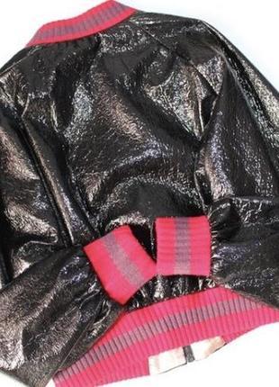 Укороченная лаковая куртка zara. размер s.3
