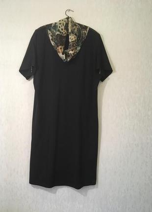 Черное платье с цветным шифоновым воротником1