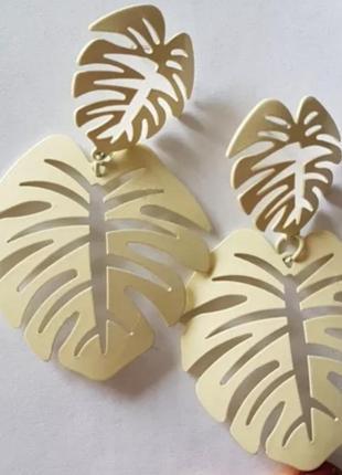 Серьги гвоздики кремовые листья сережки2
