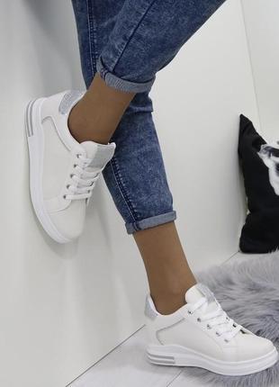 Новые шикарные женские бежевые кроссовки3