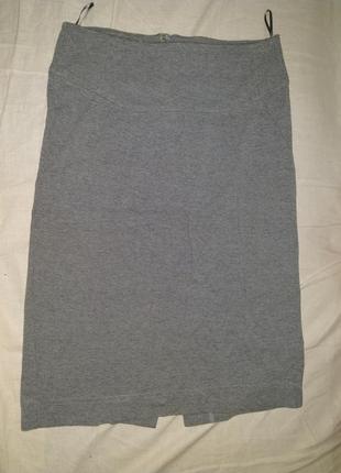 Красивая юбка серого цвета с вырезом