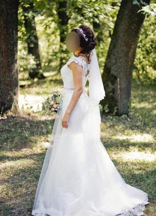 Свадебное платье с кружевом и шлейфом3