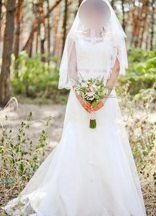 Свадебное платье с кружевом и шлейфом4