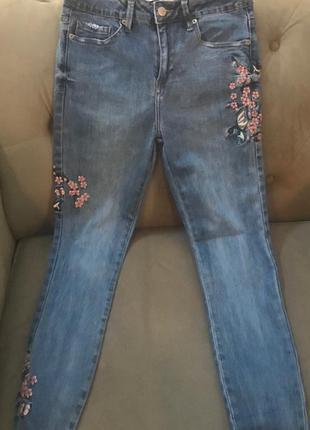 Укороченные джинсы с высокой талией и вышивками3