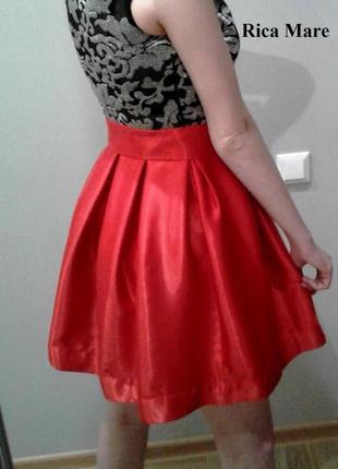Вечернее платье c красной юбкой и прозрачной сеткой бренд rica mare2