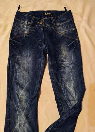 Темно синие джинсы. новые