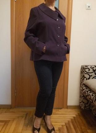Классное легкое пальтишко с карманами. размер 18.5