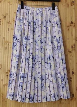 Нежно голубая сиреневая юбка плиссе в складку цветы1