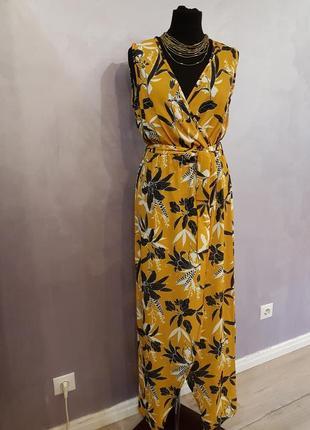 Макси платье на запах с цветочным принтом жёлтого горчичного цвета quiz1