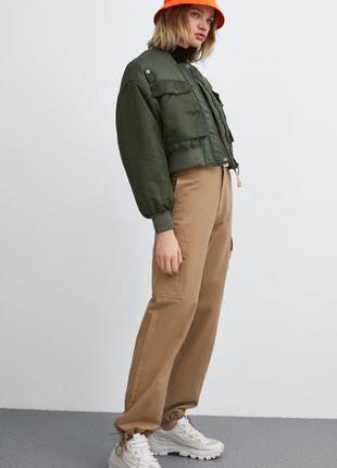 Укорочённый бомбер хаки zara куртка, размер s-m