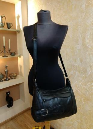 Вместительная кожаная сумка на плечо7