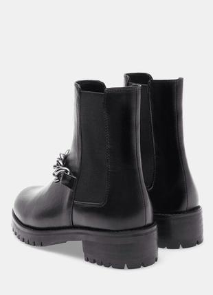 Стильные ботинки с цепочкой stradivarius2