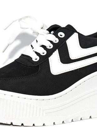 Черные кроссовки на большой белой танкетке2