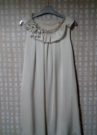 Легкое коктейльное платье серо-бежевого цвета s.oliver1