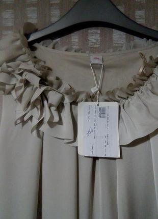 Легкое коктейльное платье серо-бежевого цвета s.oliver2