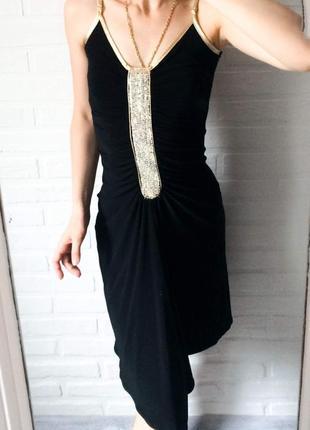 Чёрное нарядное платье миди с золотом