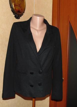 Трикотажный черный пиджак